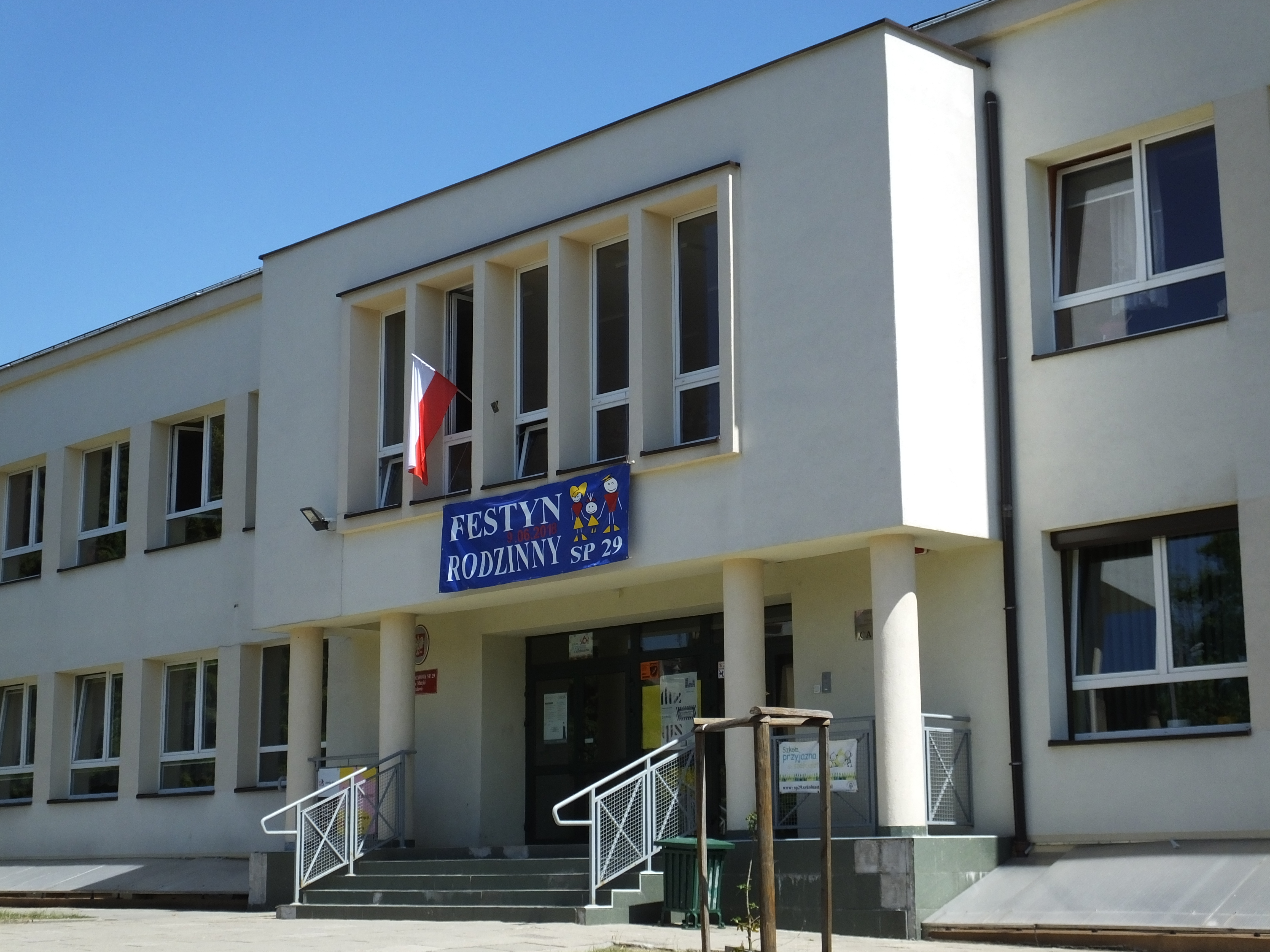 Remonty i ocieplenie budynków szkolnych i przedszkolnych w dzielnicy XII i XIII